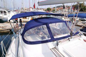 Gut geschützt für Euren SKS Segeltörn in der Adria mit dem Sprayhood der Funky